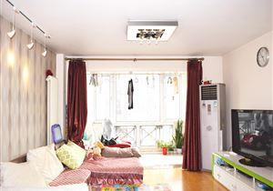 九龙西北向两居 业主自住装修 户型方正 无浪费面积